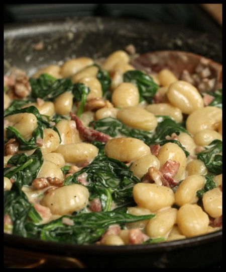 Gnocchi with spinach, ham, and gorgonzola