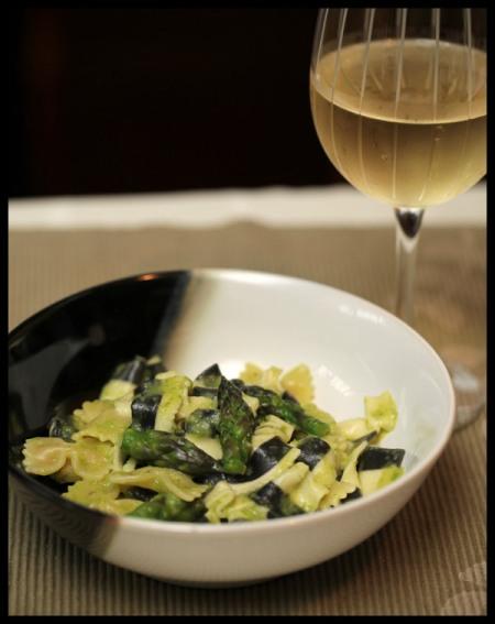 Pasta with asparagus-lemon sauce