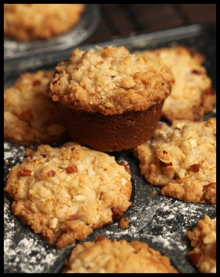 Rhubarb muffins with streusel topping